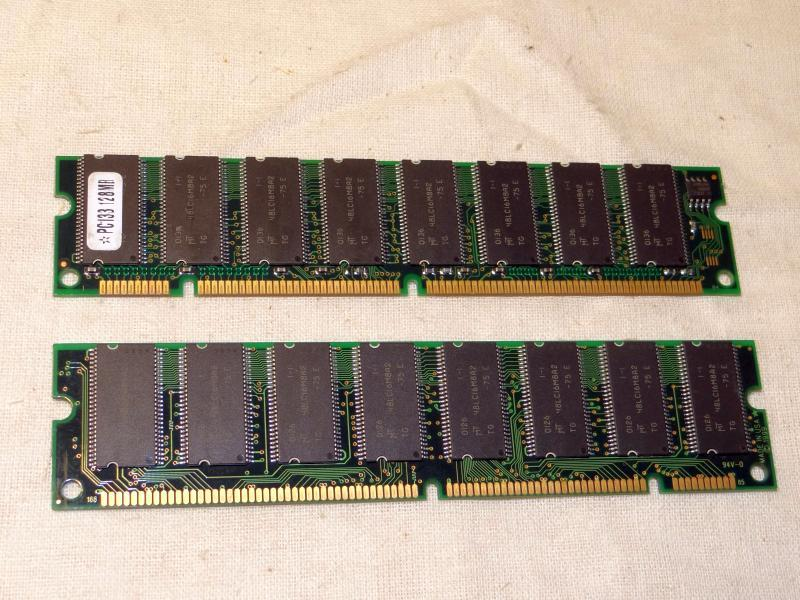 SDRAM 128MB PC133 168pin Micron Technology 48LC16M8A2 : микросхема динамическая память SDRAM 128MB PC133 168-pin Micron Technology 48LC16M8A2, планка ...