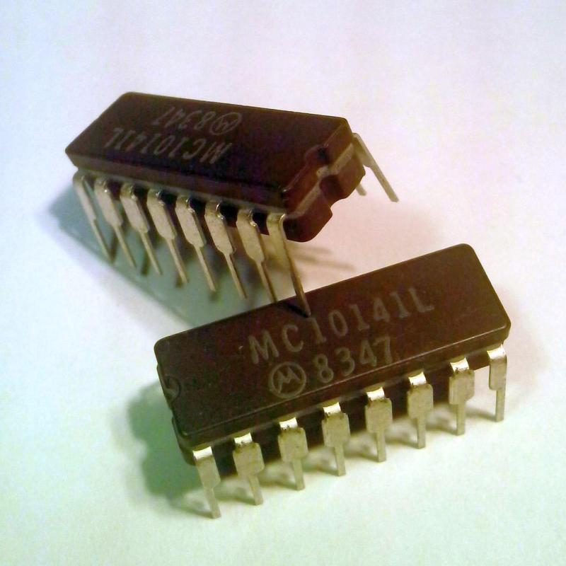 MC10141L : микросхема логики - 4 BIT SHIFT REGISTER 150 MHZ